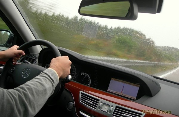Conduciendo en la autobahn alemana