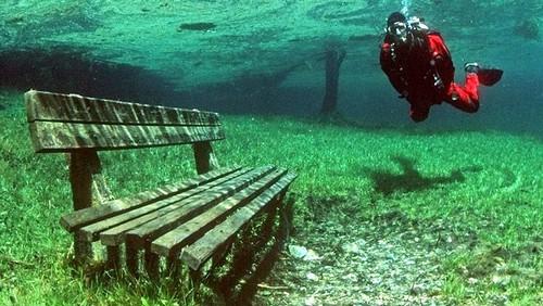 Lago verde pueblo Austria