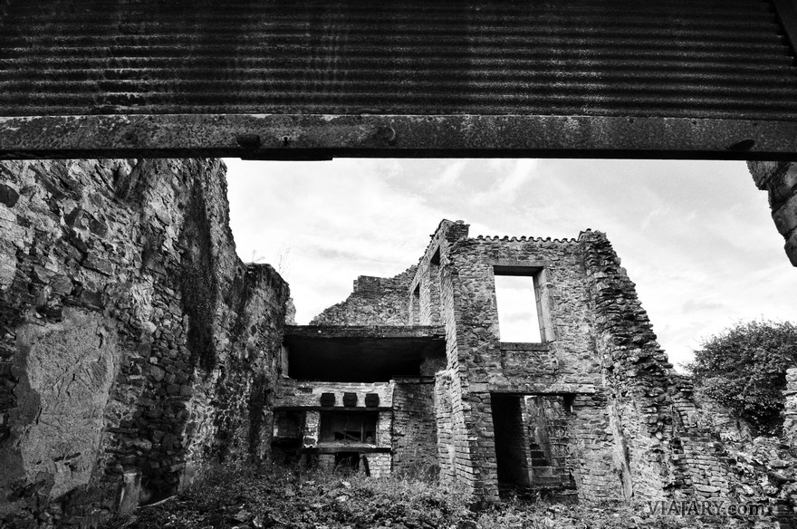 ORADOUR SUR GLANE PHOTOS PICTURES BLACK AND WHITE