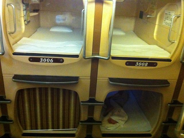 Alojarse hotel capsula Tokio Japon